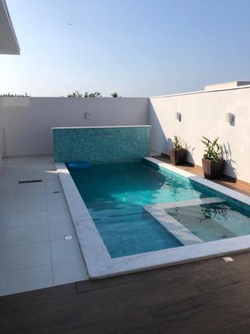 Alugar Casa / Condomínio em Piratininga. apenas R$ 880.000,00