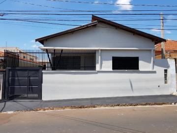 Casa / Padrão em Bauru Alugar por R$2.250,00